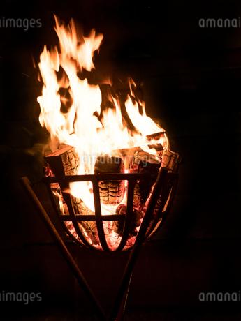 篝火の写真素材 [FYI03824714]