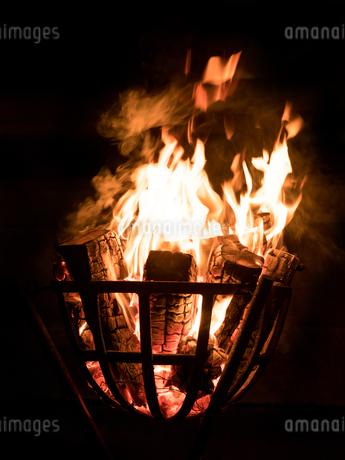 篝火の写真素材 [FYI03824715]