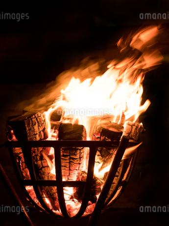 篝火の写真素材 [FYI03824716]