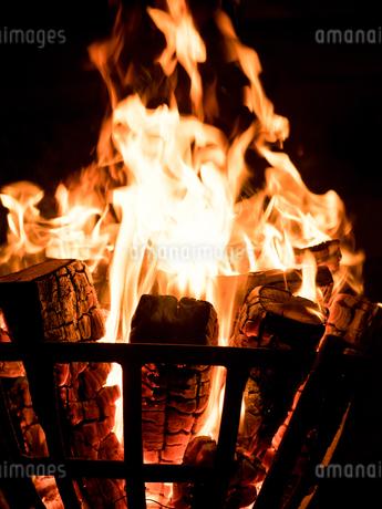 篝火の写真素材 [FYI03824717]