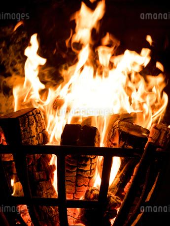 篝火の写真素材 [FYI03824718]