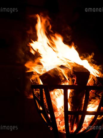 篝火の写真素材 [FYI03824719]