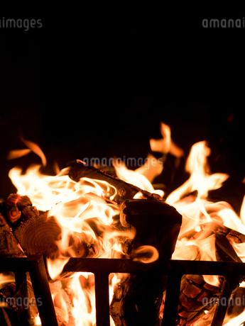 篝火の写真素材 [FYI03824721]