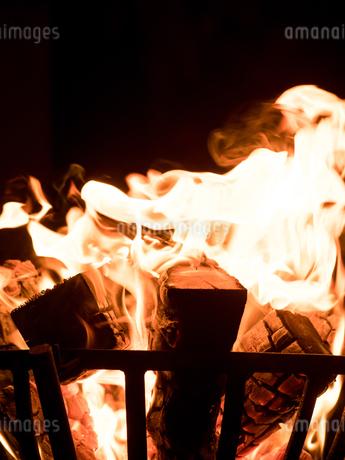 篝火の写真素材 [FYI03824722]