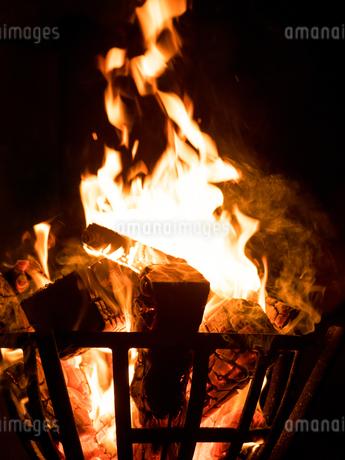 篝火の写真素材 [FYI03824724]