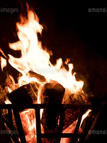 篝火の写真素材 [FYI03824725]
