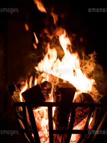 篝火の写真素材 [FYI03824726]