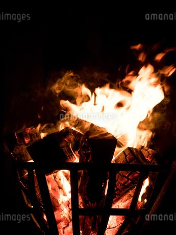 篝火の写真素材 [FYI03824727]