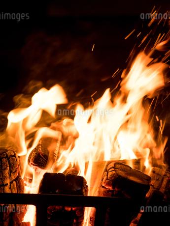 篝火の写真素材 [FYI03824728]