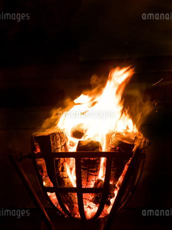 篝火の写真素材 [FYI03824729]