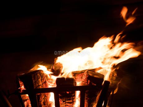 篝火の写真素材 [FYI03824731]