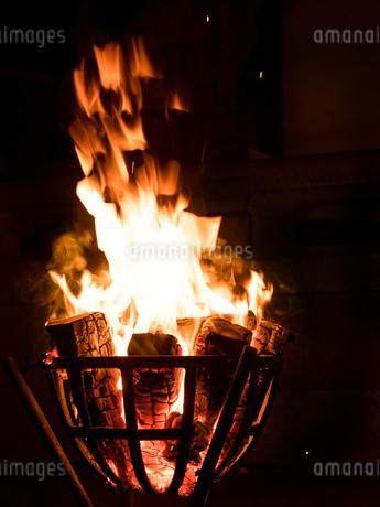 篝火の写真素材 [FYI03824733]