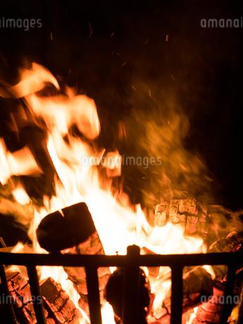 篝火の写真素材 [FYI03824740]