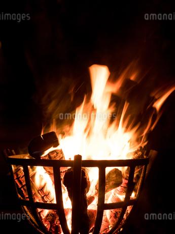 篝火の写真素材 [FYI03824743]