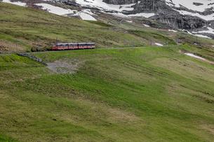 スイスの登山鉄道、ユングフラウ鉄道の写真素材 [FYI03825417]