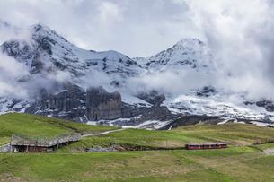 スイスの登山鉄道、ユングフラウ鉄道の写真素材 [FYI03825418]