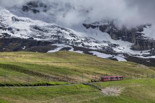 スイスの登山鉄道、ユングフラウ鉄道の写真素材 [FYI03825419]