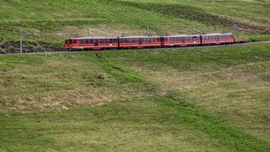 スイスの登山鉄道、ユングフラウ鉄道の写真素材 [FYI03825429]