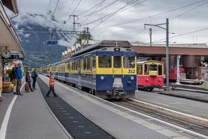 スイスの登山鉄道、ベルナーオーバーラント鉄道の写真素材 [FYI03825498]