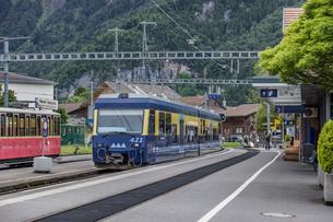 スイスの登山鉄道、ベルナーオーバーラント鉄道の写真素材 [FYI03825501]