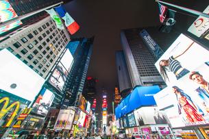 ニューヨーク・タイムズスクエア(TimesSquare)の夜景の写真素材 [FYI03825514]