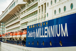 豪華客船(セレブリティ・ミレニアム)の写真素材 [FYI03825683]