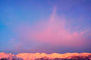 白馬連峰の朝のモルゲンロートの写真素材 [FYI03826239]