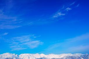 白馬連峰とすじ雲の写真素材 [FYI03826244]