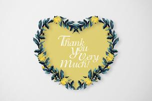 美しい花のハートの形のボタニカルフレームのイラスト素材 [FYI03826788]