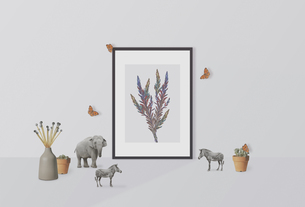 額縁のあるインテリアルームの可愛い小物のオブジェクトの写真素材 [FYI03826912]