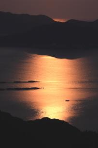 月光染まる海岸の写真素材 [FYI03827107]