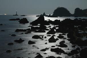 月光光る南紀の海岸の写真素材 [FYI03827122]