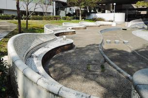 ガウディのグエル公園に似たベンチのある西梅田公園の写真素材 [FYI03828253]