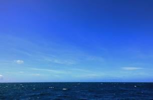 7月 沖縄の青い海と青い空の写真素材 [FYI03828319]