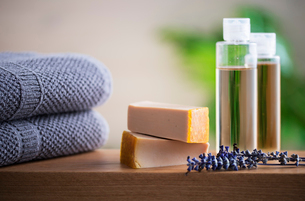 Organic soap and towel on table.Aromatherapy organic concept.の写真素材 [FYI03828517]