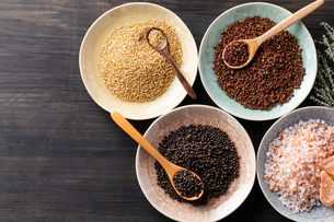 Set of spices on wood background.Top view.Organic spice concept.の写真素材 [FYI03829004]