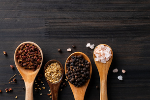 Set of spices on wood background.Top view.Organic spice concept.の写真素材 [FYI03829005]