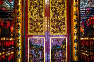 香港・文武廟の装飾の写真素材 [FYI03830739]