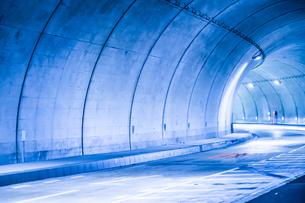 トンネルのイメージの写真素材 [FYI03830861]