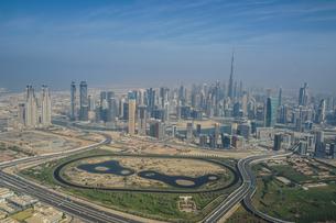 ドバイ(アラブ首長国連邦)の都市風景の写真素材 [FYI03830873]