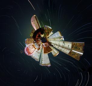 リトルプラネット(みなとみらいと星景)の写真素材 [FYI03830924]