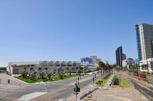 サンディエゴコンベンションセンター周辺とトラムの写真素材 [FYI03831524]