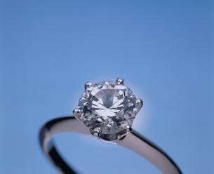 ダイヤモンドの指輪1個の写真素材 [FYI03831683]