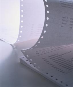 印刷されたつながった書類の写真素材 [FYI03831721]