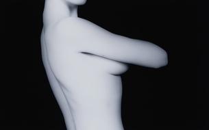 女性の上半身の横向きのヌード(B&W)の写真素材 [FYI03832352]