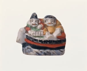 福の神2人が船に乗った置物1個の写真素材 [FYI03832427]