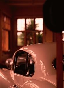 車庫の中の乗用車の写真素材 [FYI03832530]