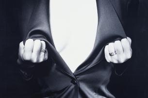 女性 B&Wの写真素材 [FYI03833226]