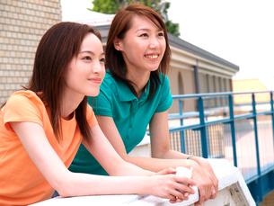 2人の女子学生の写真素材 [FYI03833972]