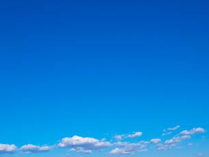青空に浮かぶ雲の写真素材 [FYI03834243]
